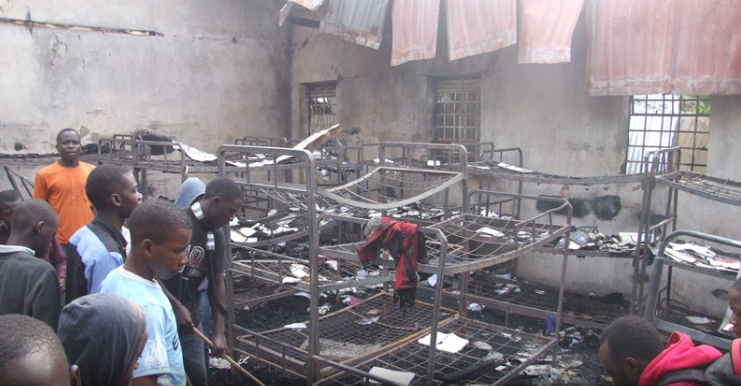 Students take a look at their burnt dormitory. (PML Daily PHOTO)