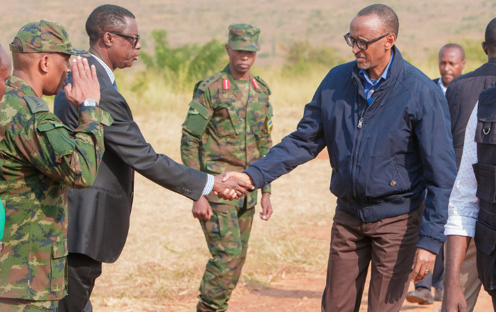 Rwandan president Paul Kagame (R) shakes with his Defence Minister