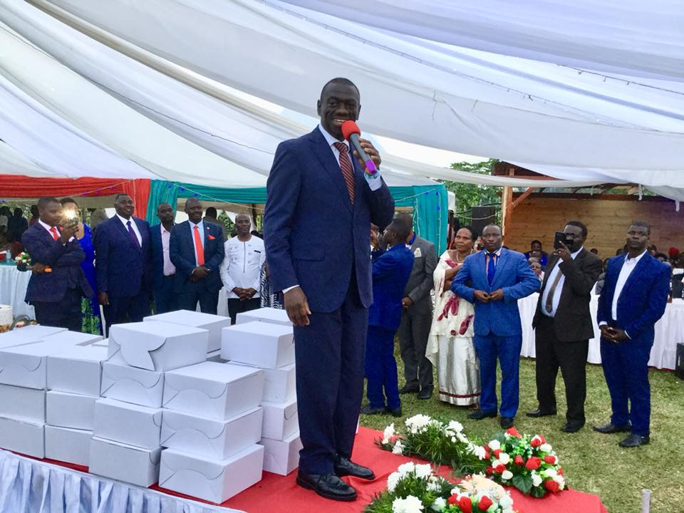 Former FDC Party President, Dr. Kiiza Besigye speaks at the Baguma's wedding citing and commending him for his contributions to the FDC Party (PML Daily PHOTO)