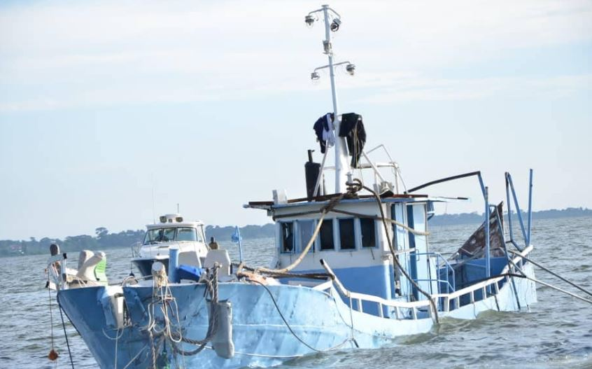 Police and UPDF marine teams successfully retrieved MV Templar w/K Palm boat reckage to the mainland (POLICE PHOTO)