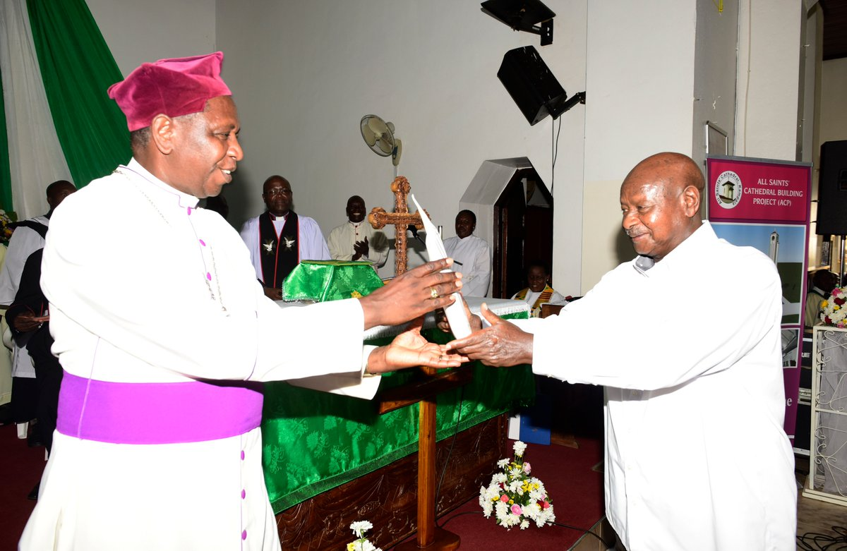 President Museveni gifts archbishop of the Church of Uganda, His Grace Stanley Ntagali. President Museveni pledged his support and contribution towards the construction of the new Cathedral (PPU PHOTO)