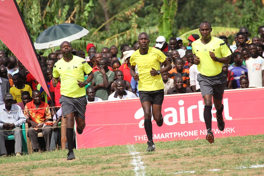 Oloya (center) will officiate in the CAF Champions League (Photo by Agency)