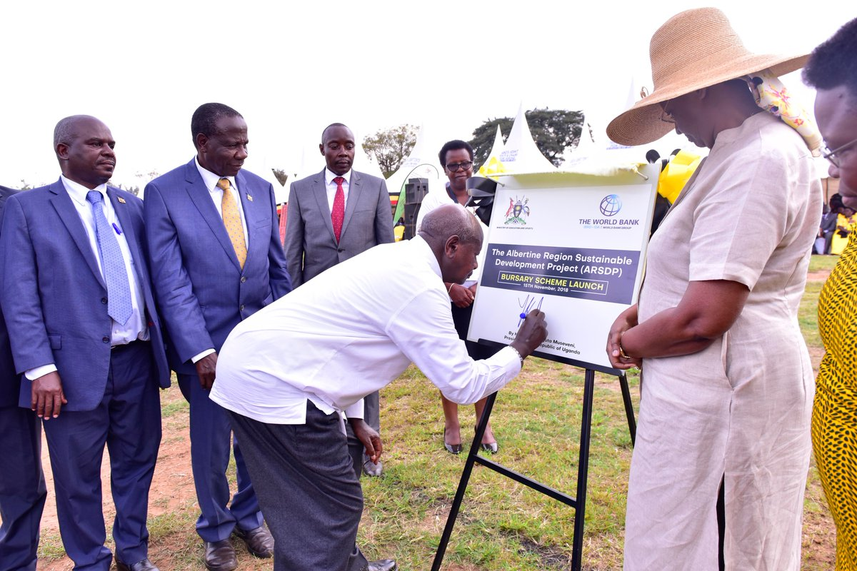 President Museveni is joined by the FIrst Lady and Education Minister, Mrs Janet Museveni at the launch of  the Albertine Region Sustainable Development Project (ARSDP) Bursary Scheme at the Boma grounds in Hoima Municipality, Hoima District.(PPU PHOTO)