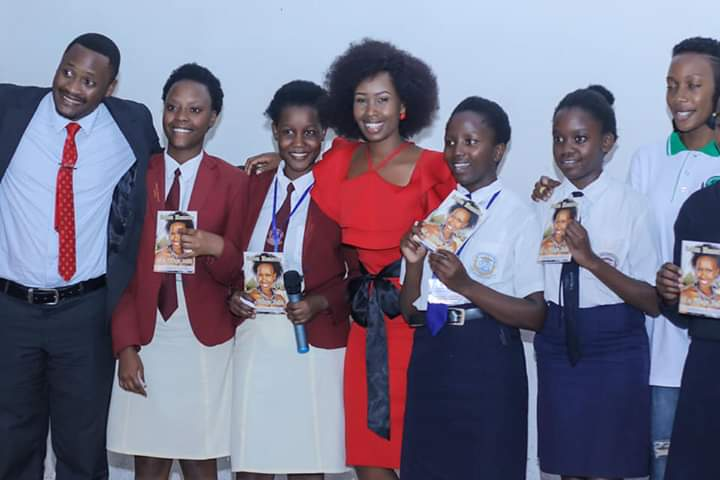 Barbie Kyagulanyi Itungo shares a group photo with the students and staff at St Lawrence Horizon campus Friday (PML Daily PHOTO)