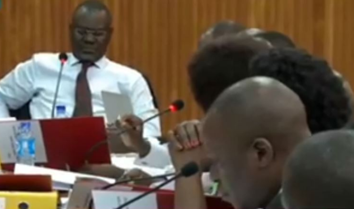 Abdu Kantuntu chairs the COSASE session as the committee investigates BoU over the closure of several banks (PML Daily PHOTO)