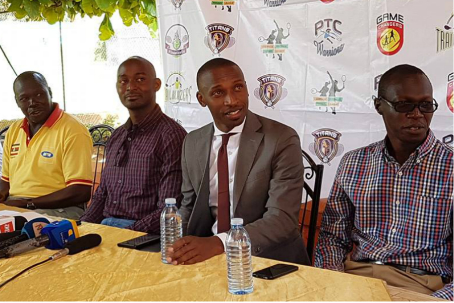 Bashasha (second right) speaking to the Press at Lugogo (Photo by Agency)