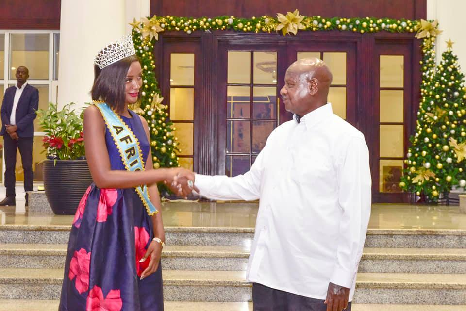 President Museveni continued to praise Miss World Africa, Ms Quiin Abenakyo's parents for the endless efforts to educate the muzukulu (PPU PHOTO)