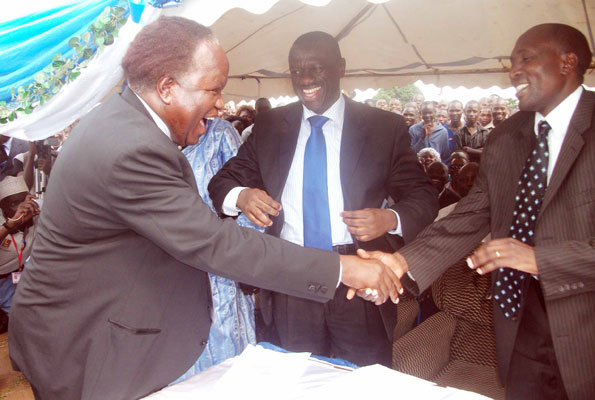Controversial and long time serving Mbale district LCV Chairman Bernard Mujasi seen greeting FDC strongmen Kizza Besigye and Nandala Mafabi.