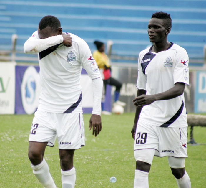 Wafula (right) has failed to agree a new contract with Gor Mahia (Photo by Agency)