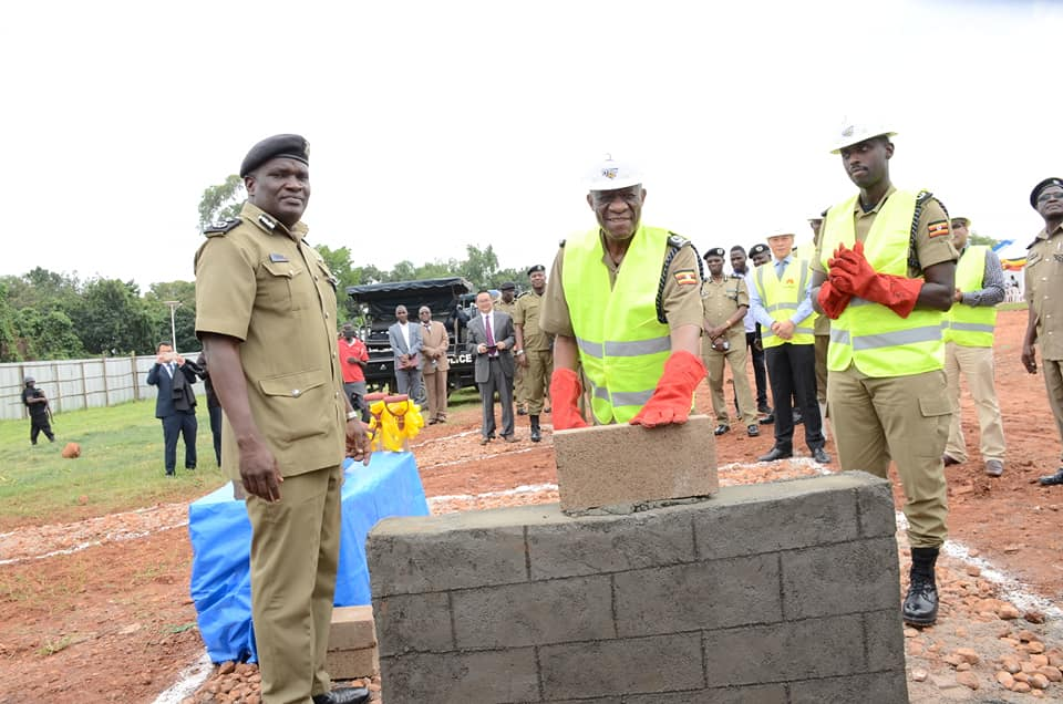 IGP John Martin Ochola commissions the Command Centre as Deputy IGP Sabiiti MUzeeyi applauds the efforts (POLICE PHOTO)