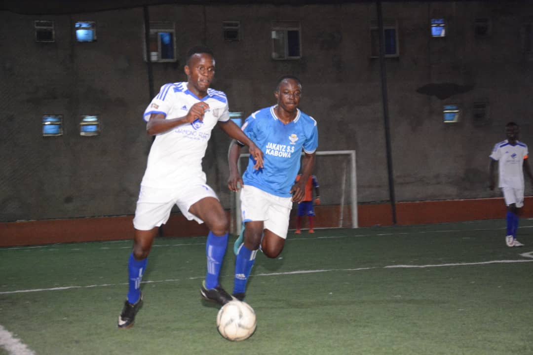 Yeak Kabowa (blue) now hold six points' lead at the top of the standings (Photo by Futsal Media)
