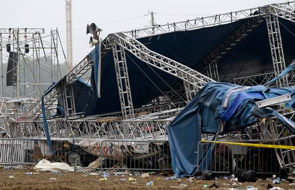 Collapsed stage after residents killed the DJ. (PML Daily PHOTO)