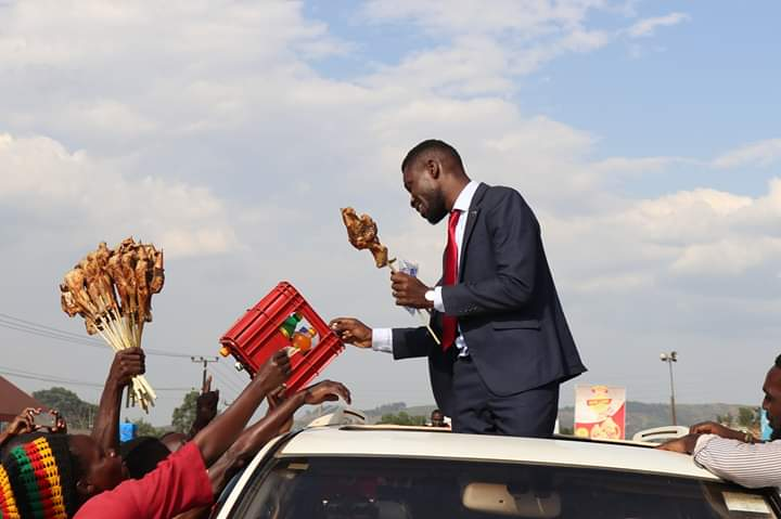 Bobi Wine served with food by his fans on his way to the burial. (PML Daily PHOTO)