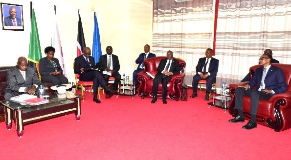 President Yoweri Museveni chairs EAC extraordinary summit in Arusha as Burundian President Nkuruziza shuns the meeting. (PPU PHOTO)