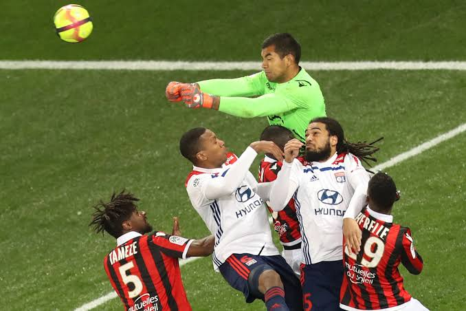 Lyon (white) lost 1-0 at Nice last weekend (Agency Photo)