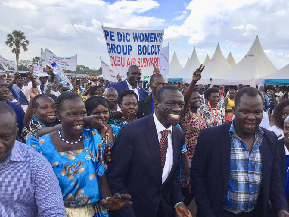Opposition lynch-pin, Dr. Kizza Besigye is received by FDC die-hards in Lira (PML Daily PHOTO)