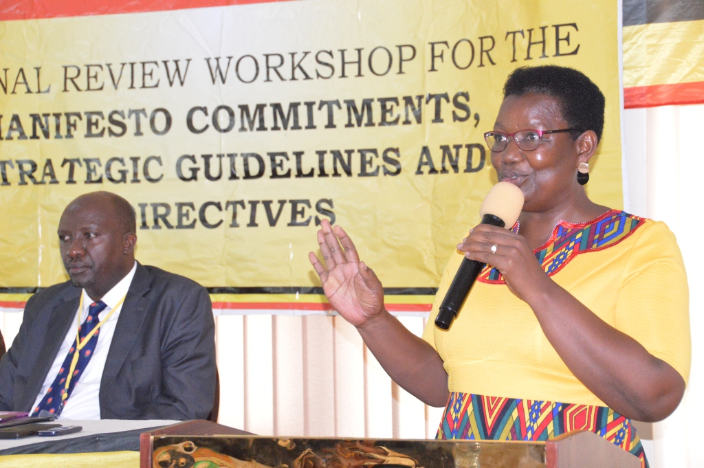Minister Esther Mbayo addressing the meeting at Lake view hotel in Mbarara