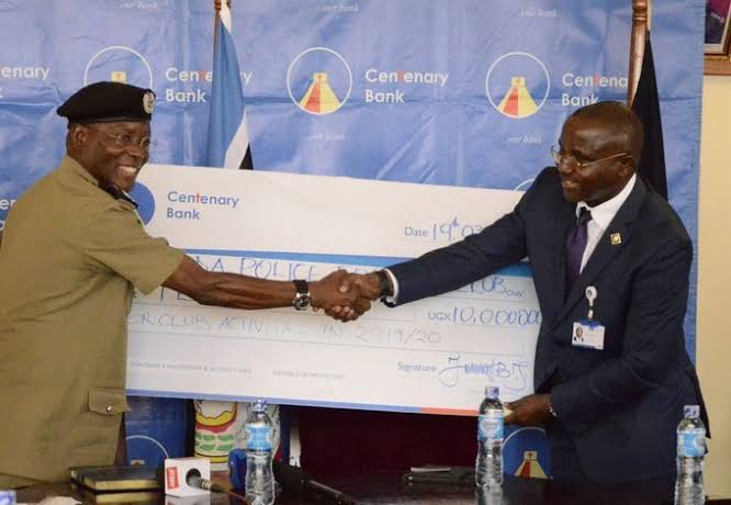 Kasingye (left) and Kassi shake hands on Tuesday (Agency Photo)