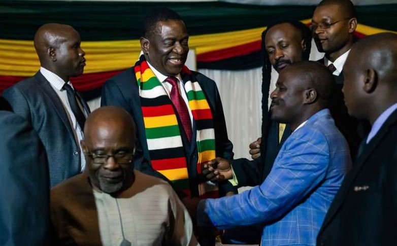 Zimbabwean President Emmerson Mnangagwa (3rdL) shakes hands with leaders of political parties who contested him in the last presidential elections after a dialogue meeting hosted at the State House in Harare on February 6, 2019. (AFP PHOTO)