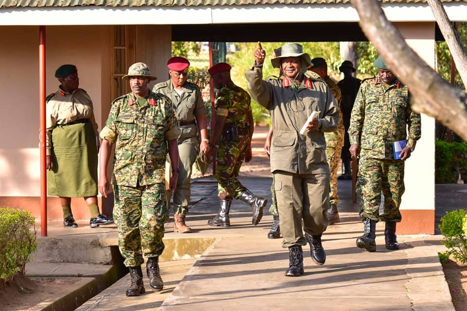 Gen. Museveni interacts  with the commanders, officers and men of the UPDF 2nd Division at Makenke, Mbarara, as part of his continuing tours and engagements with UPDF soldiers. (PPU PHOTO)