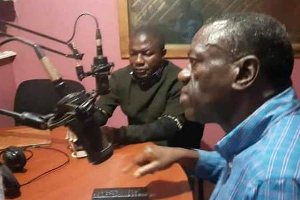 Forum for Democratic Change stalwart Dr Kiiza Besigye on a talk-show at Hope radio in Kabale municipality before it was switched off air on Thursday April 04. (PHOTO/File)