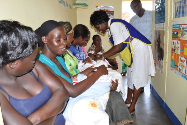 Women queue for measles vaccine for their babies a health centre. (PHOTO/FILE)