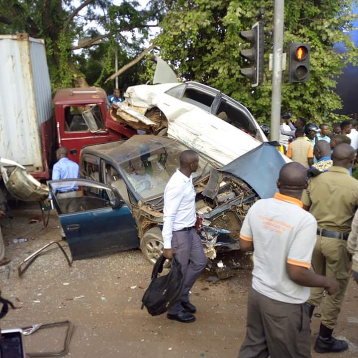 A trailer lost control and rammed into two commuter taxis, four cars and four boda bodas at the Kiira road traffic lights on Wednesday evening, (COURTESY PHOTO)