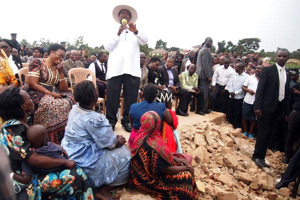 President Museveni addresses residents of Sekanyonyi-Lusanja in Kasangati Town Council, Wakiso District