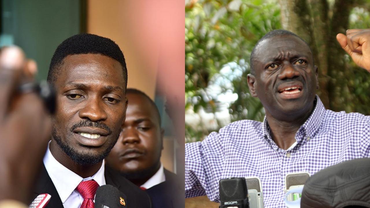 Kyadondo East MP Robert Kyagulanyi (L) aka Bobi Wine has affirmed that President Museveni can be remove with the Ballot paper; bashing Opposition Lynchpin, Kizza Besigye's narrative (FILE PHOTO)