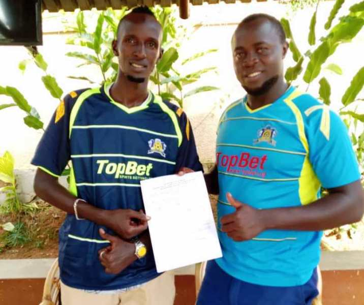 Muweesi (left) after he put pen to paper on a three year deal at Mbarara on Thursday. (PHOTO/AGENCY)