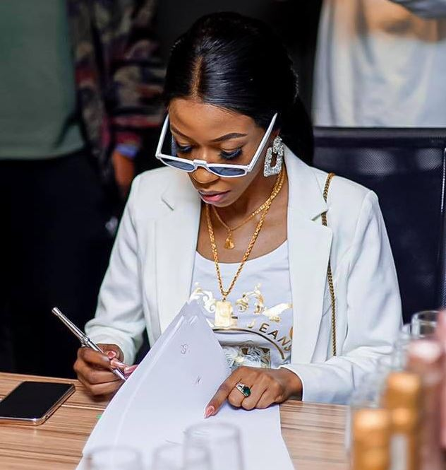 Singer Vinka signing contract with Sony Music. (PHOTO/Courtesy)
