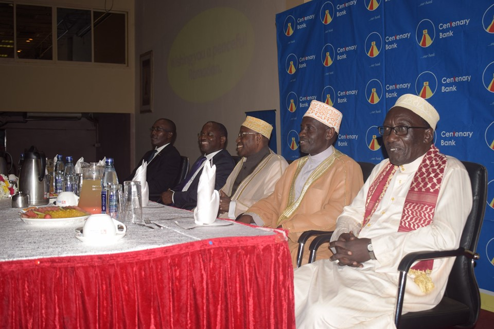 Centenary Bank's MD, Mr. Fabian Kasi (2nd L) shares a light moment with Supreme Mufti, Sheikh Sulaiman Kasule Ndirangwa (2nd R) at the Iftar dinner hosted by Centenary Bank. (PHOTO/PML)
