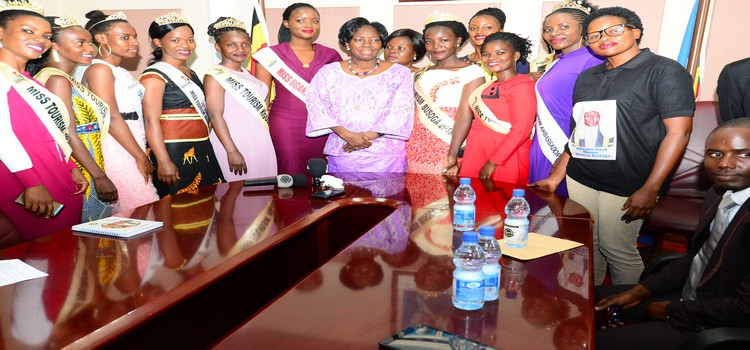 adaga(C) with a contigent of beauty queens from the Busoga sub-region including Quin Abenakyo. (PHOTO/PML)