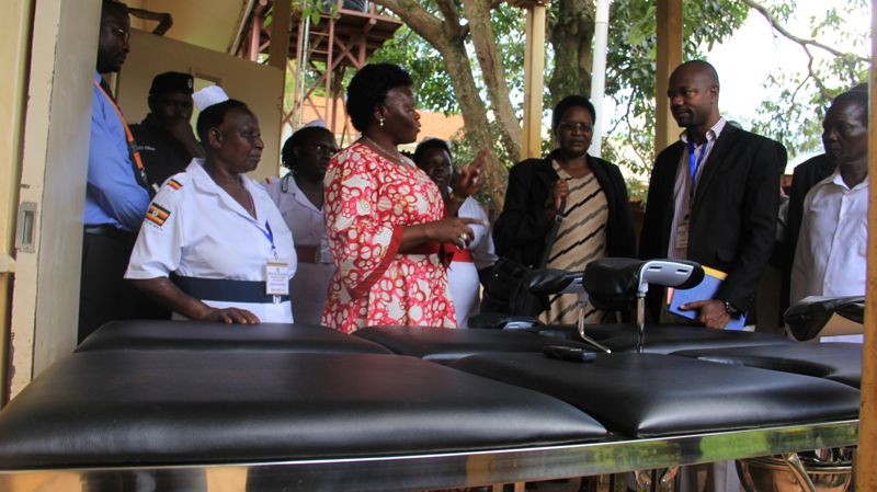 The minister of state for health Ms. Sarah Opendi hands over dlivery beds to Tororo district hosiptal administration on Thursday. Photo by Joseph Omollo