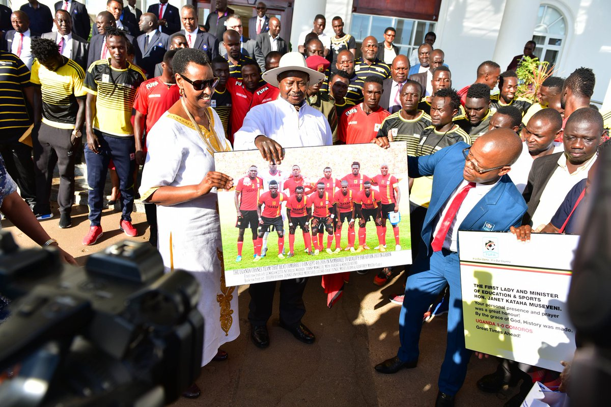 FUFA President Eng. Moses Magogo hands over Uganda Cranes portrait to the President General Yoweri Kaguta Museveni and the 1st lady Janet Kataha Museveni at Entebbe State House. (PHOTO/FUFA)