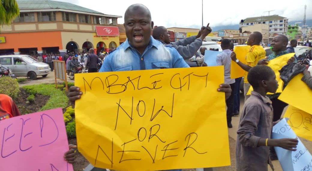 Mbale youth protesting the denial of city status on Friday morning. (COURTESY PHOTO)