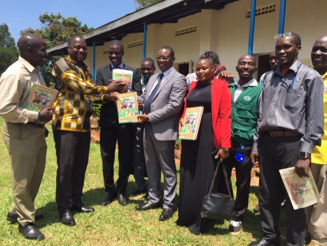 The Mayor of Mukono Municipality, Mr. Henry Luzinda (kitenge) and other journalists share a pictorial moment. (PHOTO BY ELIZABETH)