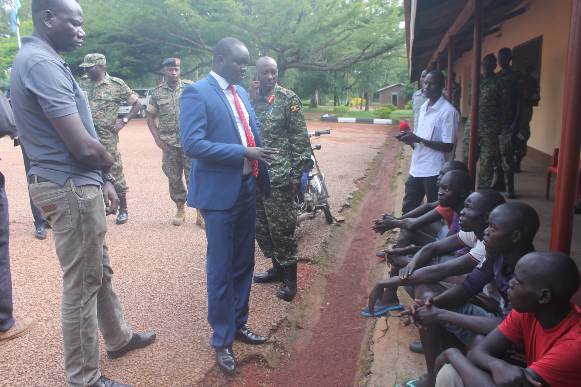 Capt Majok (right) and Consul Maper speaking to the suspect released
