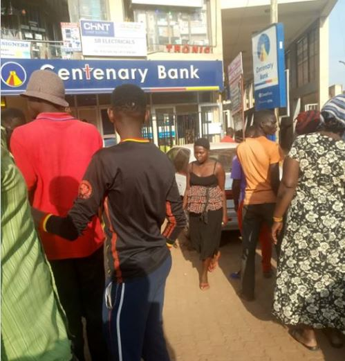 oiled broad day robbery at Centenary Bank Kawempe branch. Suspects have been arrested and taken to Kawempe police station. The 10 suspects carried guns and included four women.