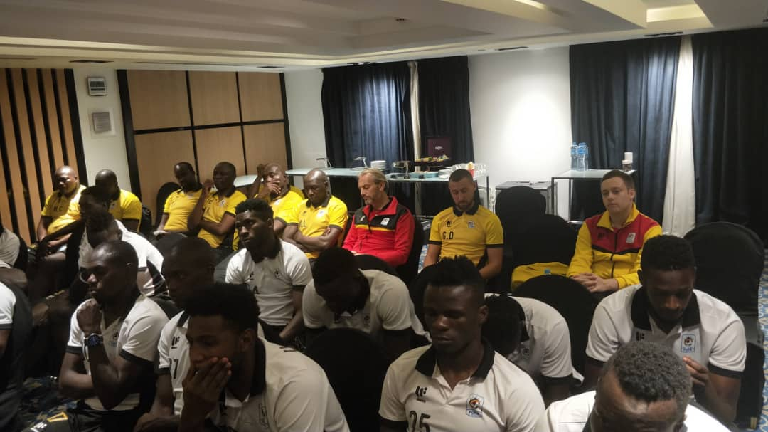 Cranes players and staff in a meeting on Tuesday night. (PHOTO/fufa)