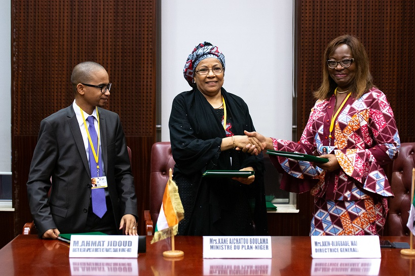 Signing between Aïchatou Boulama Kané, Minister of Planning, Statistics and Regional Integration of Niger, Minister Ahmat Jidoud and Marie-Laure Akin-Olugbade, Director General of the West Africa Regional Development and Service Delivery Office at the AfDB on the first day of the AfDB Annual Meetings on 11 June 2019 in Malabo, Equatorial Guinea. (Photo by Edouard Richard)