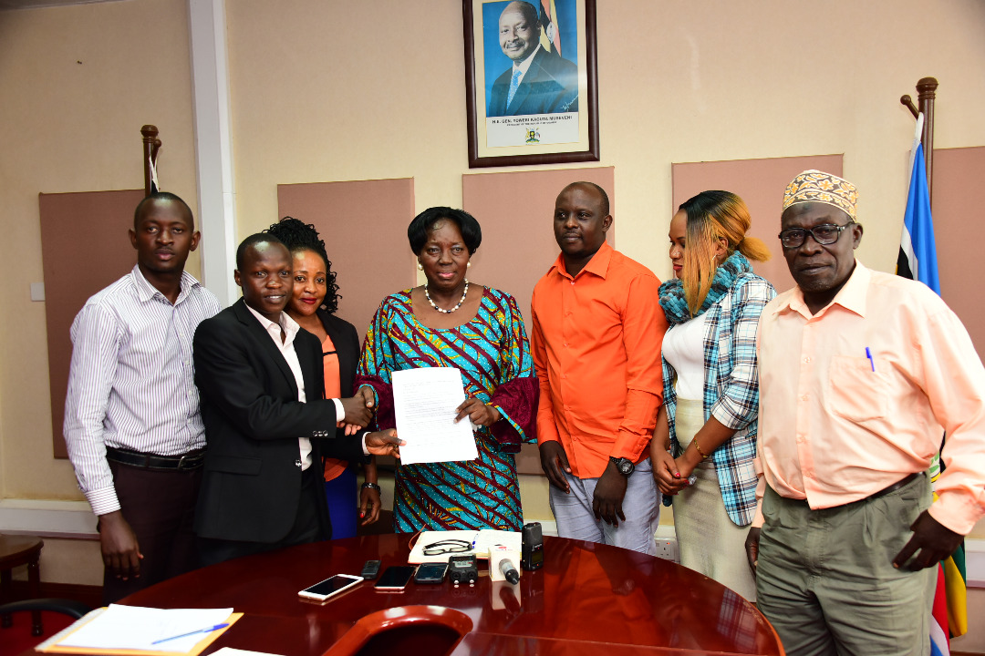 Councilors from Rubaga Division handing their petition to the Speaker of Parliament, Rebecca Kadaga. (PHOTO/PML)