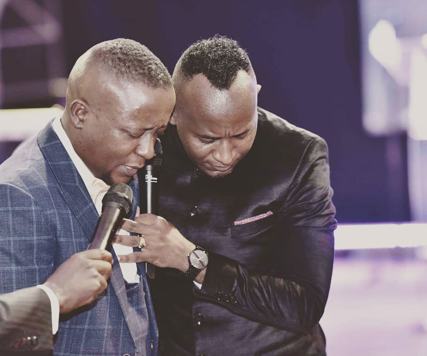 Joseph Kabuleta with Prophet Elvis Mbonye. The self styled city has claimed he was terribly clobbered by security forces.  (PHOTO/File)
