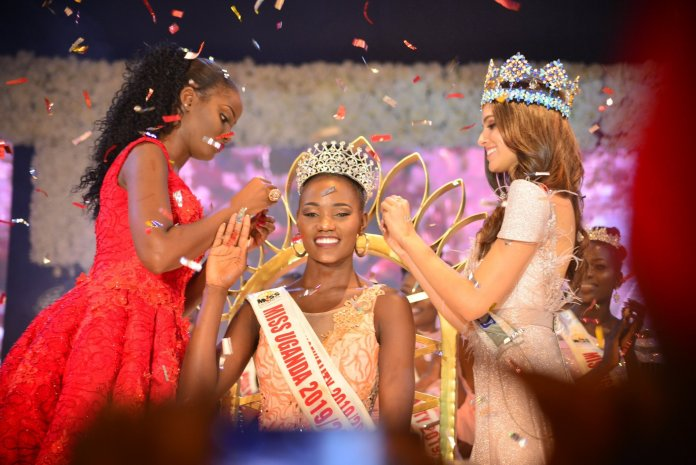 Newly-crowned Miss Uganda 2019 Oliver Nakakande receives her tiara from Miss World Vanessa Ponce