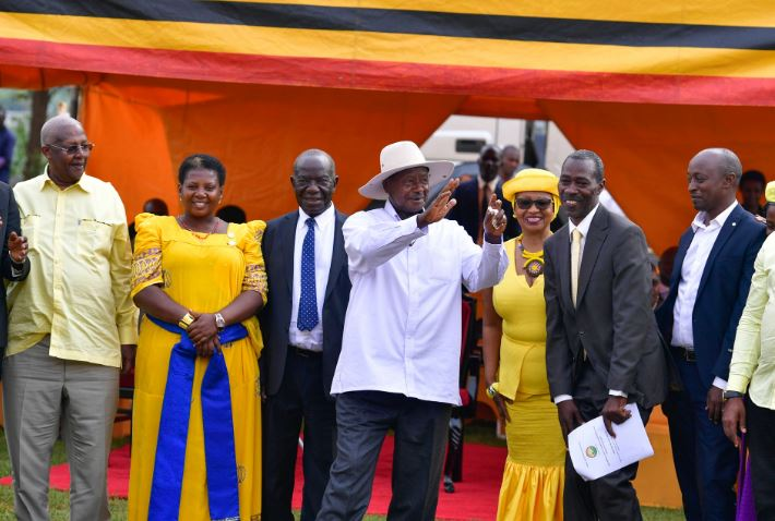 President of Uganda Yoweri Kaguta Museveni, in the company of VP Edward Ssekandi, Foreign Affairs Minister Sam Kutesa and other party leaders in Masaka ahead of the wealth creation tour in the Greater Masaka region. (PHOTO/PPU)