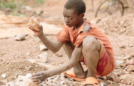 A child rushes stone in the outskirts of a quarry. Many school-going children in Busia have abandoned education and being pushed to child labour in the stone/aggregate business. (PHOTO/File)