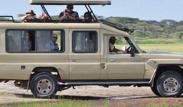 Tourists enjoy 4×4 Extended Safari Land cruisers for their Ugandan Safari. (PHOTO/Courtesy)