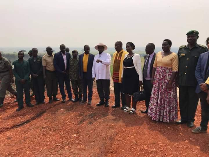 President Yoweri Museveni flanked by UWA officials launched an electric fence around QENP. (PHOTO/UWA)