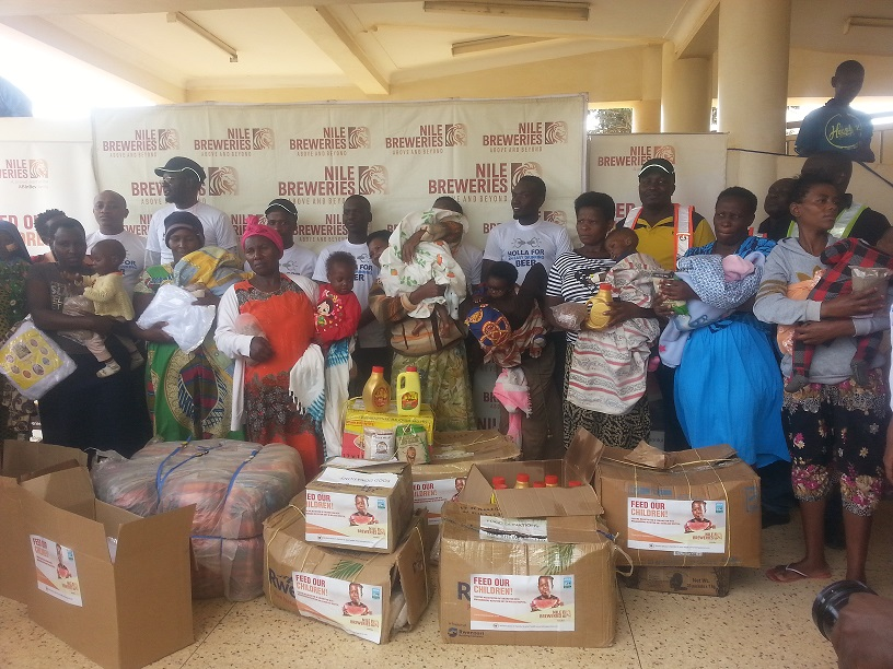 Mothers with Malnourished babies posing with the food items they received from Nile Brewaries (1)