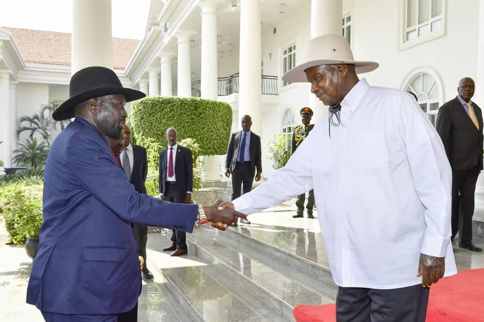 President Museveni (R) welcomes South Sudan president Salva Kiir at State House Entebbe. (PHOTO/PPU)